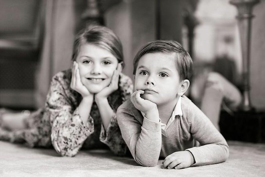 Den 2 mars fyllde prins Oscar 4 år – här tillsammans med storasyster, prinsessan Estelle.