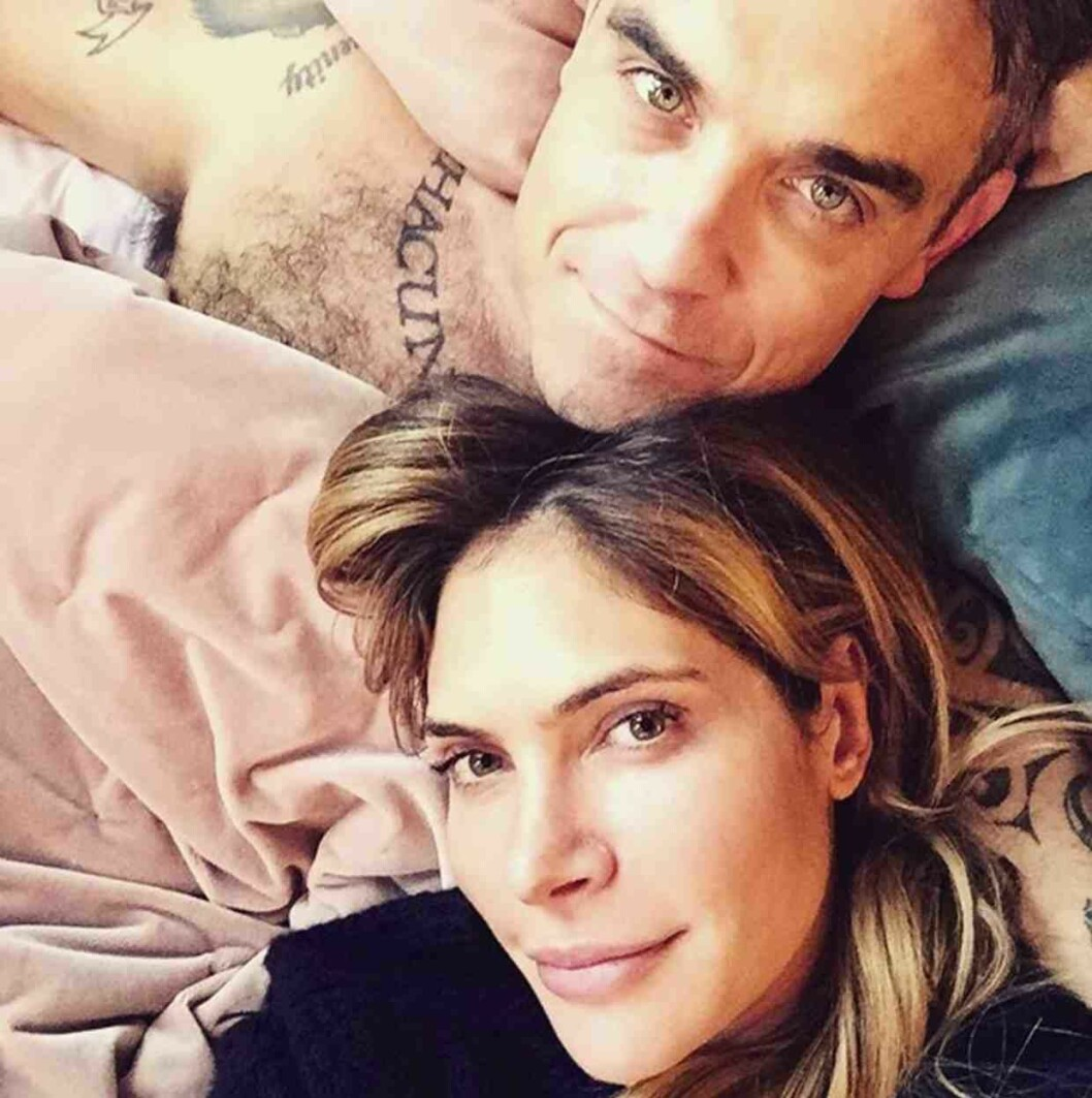 EROTEME.CO.UK FOR UK SALES: Contact Caroline 44 207 431 1598 Picture shows: Robbie Williams and Ayda Field. NON-EXCLUSIVE Friday 4th November 2016 Job: 161104UT2 London, UK EROTEME.CO.UK 44 207 431 1598 Disclaimer note of Eroteme Ltd: Eroteme Ltd does not claim copyright for this image. This image is merely a supply image and payment will be on supply/usage fee only. IBL