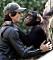 """Adrien Brody, 42, hade en stor roll i nyinspelningen av """"King Kong"""" från 2005. Klart han gärna lät sig plåtas då han gullade med den här charmiga schimpansen i Beverly Hills i början av 2006."""