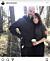 Joakim Eliasson och Alexandra Rapaport i skogen och jobbar