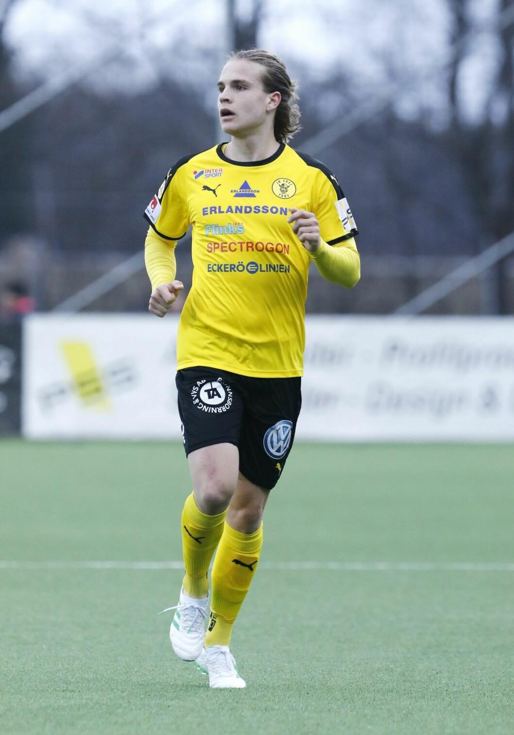 Amadeus Søgaard spelar fotboll