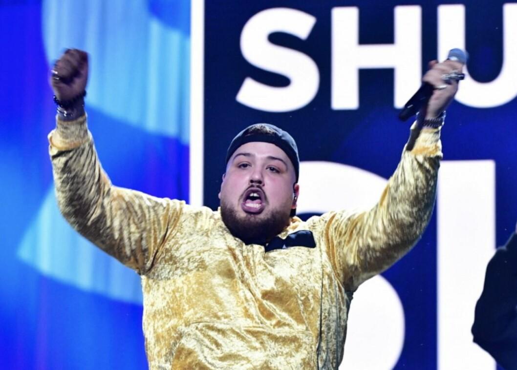 Anis don Demina i gul dräkt på Melodifestivalen