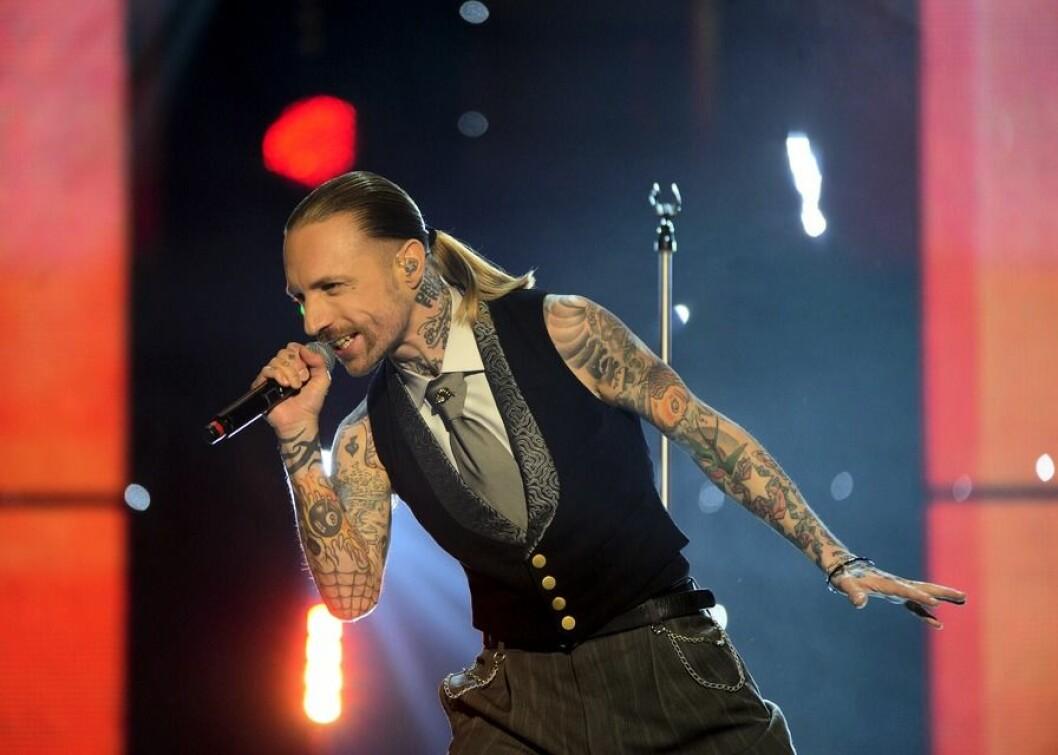 "Nicke Borg tävlar i Melodifestivalen med bidraget ""Leaving home""."