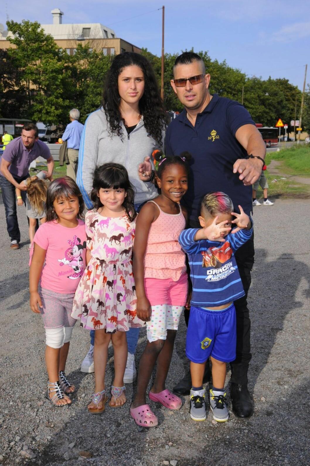 Dogge med barnen på Cirkus Scott