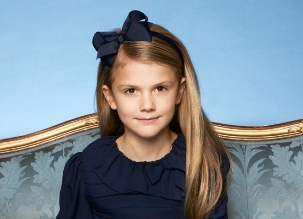 Prinsessan Estelle har blont hår, precis som moster Madeleine!