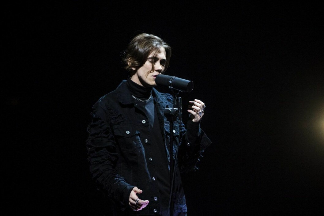 Felix Sandman sjunger i Melodifestivalen