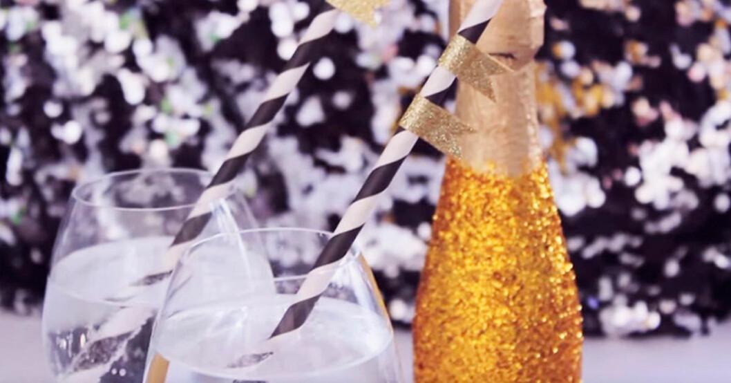 Så gör du en glittrig skumpaflaska inför nyår.