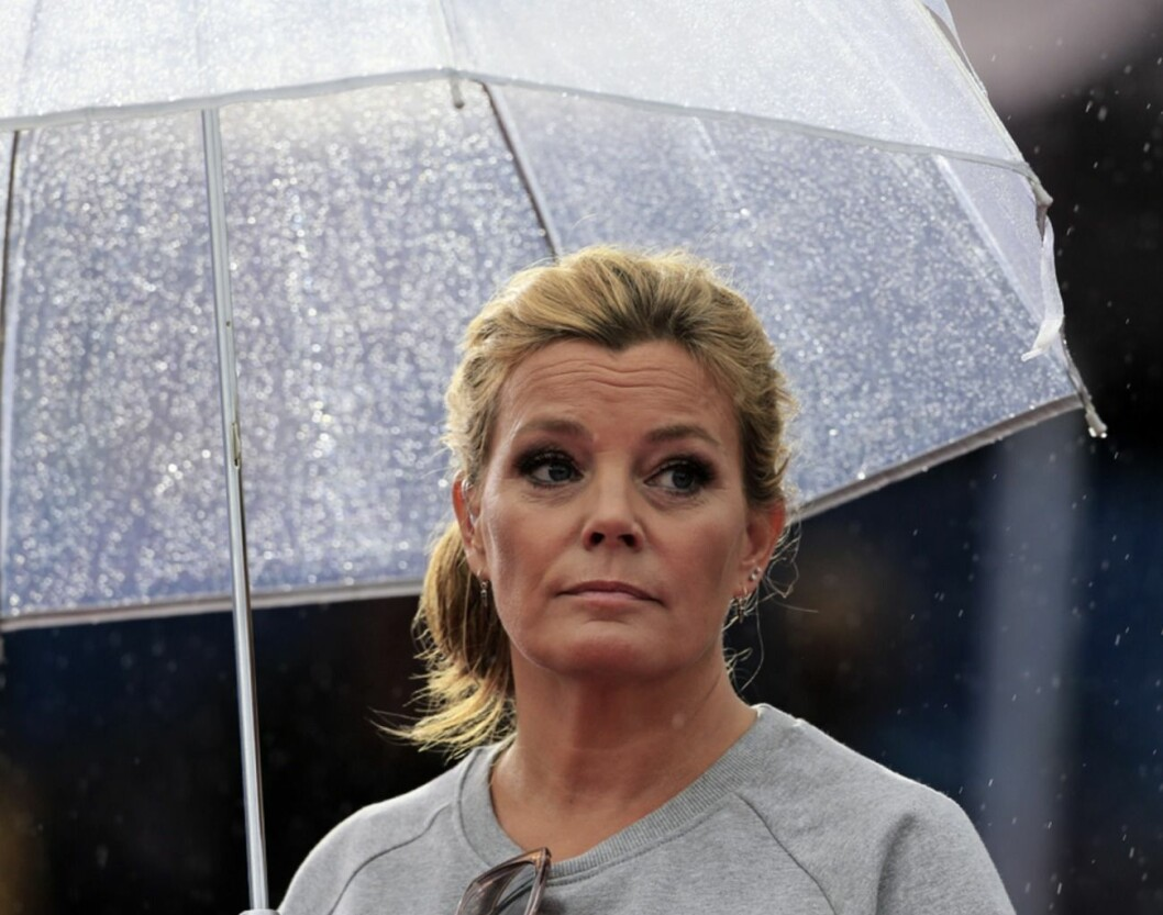 Gry Forssell under ett paraply