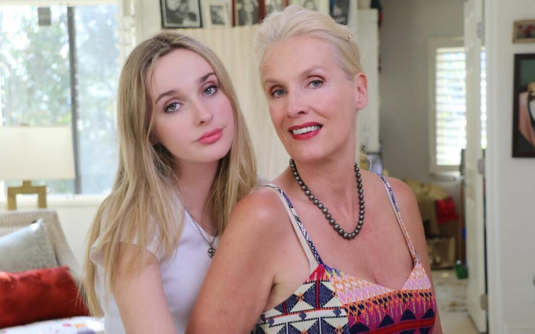 Gunilla Persson och dottern Erika i hemmet.