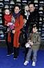 Helen Sjöholm med maken och barnen
