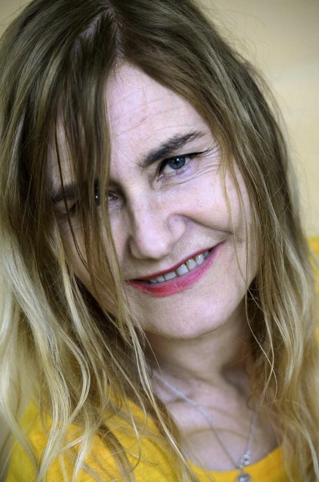 Helene Billgren ler.