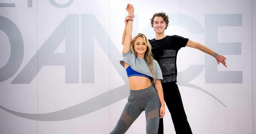 Hugo Gustafsson dansar med Alice Stenlöf i Let's dance.