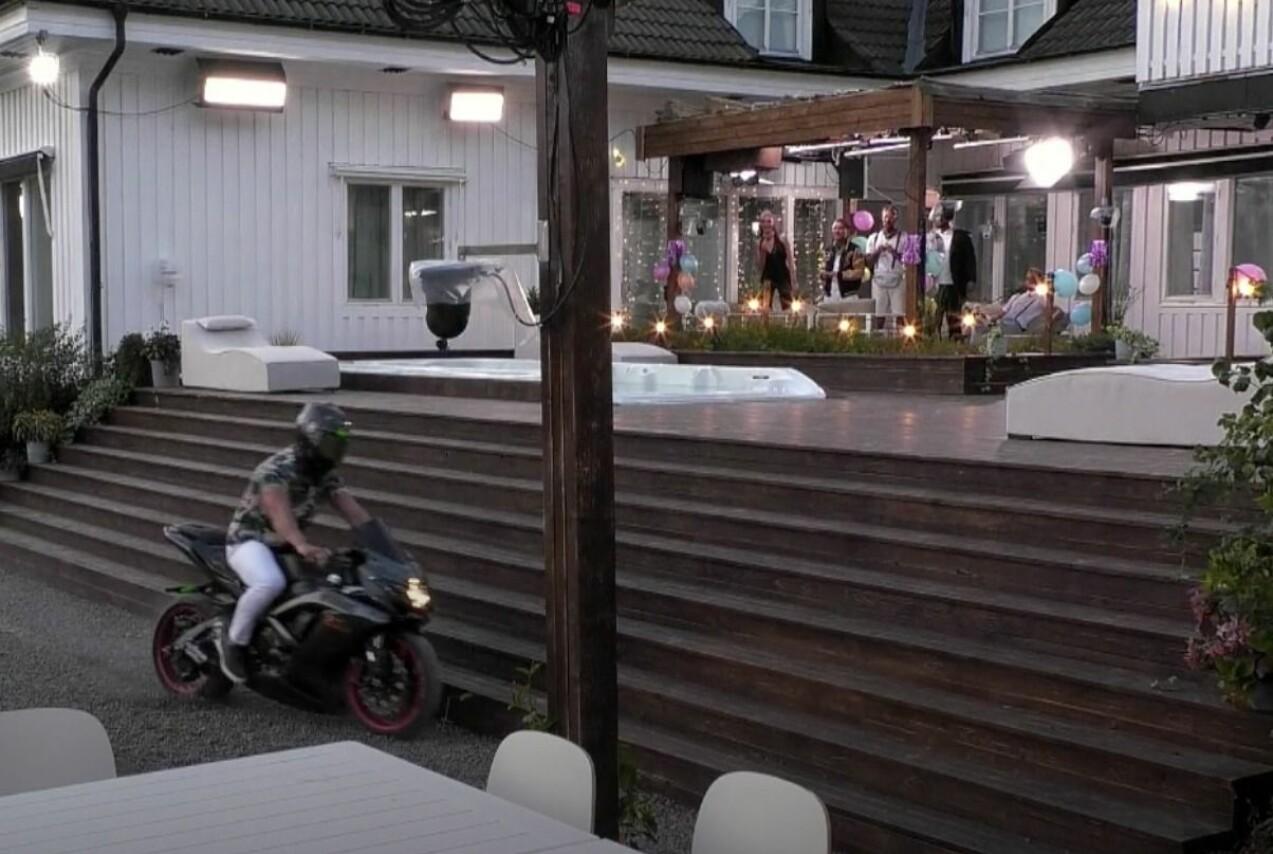 Jesper Jernberg gör entré i Ex on the beach-huset