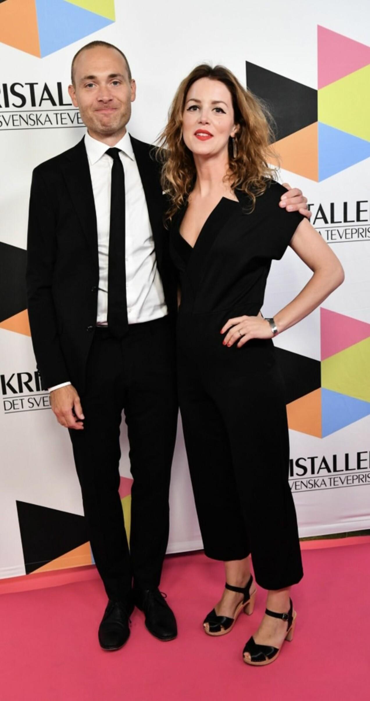 Jesper Rönndahl tillsammans med frun Marie Agerhäll på röda mattan.