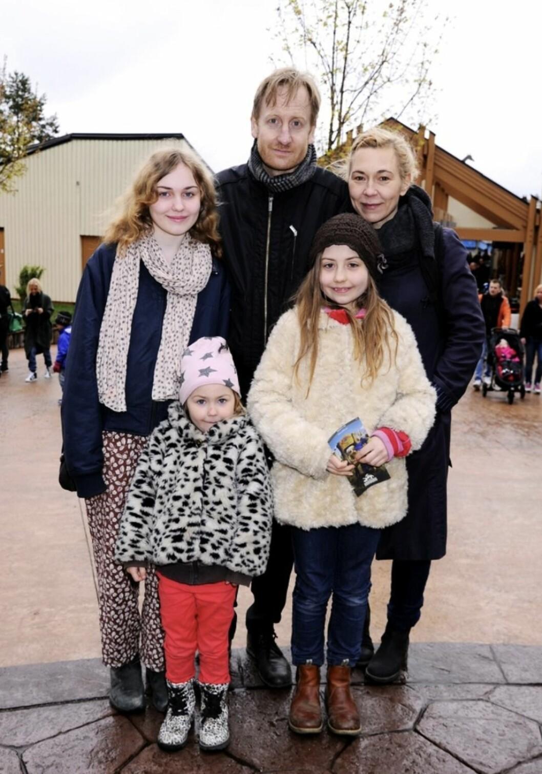 Gustaf Hammarsten och Jessica Liedberg med barnen Edit, Märta och Ella
