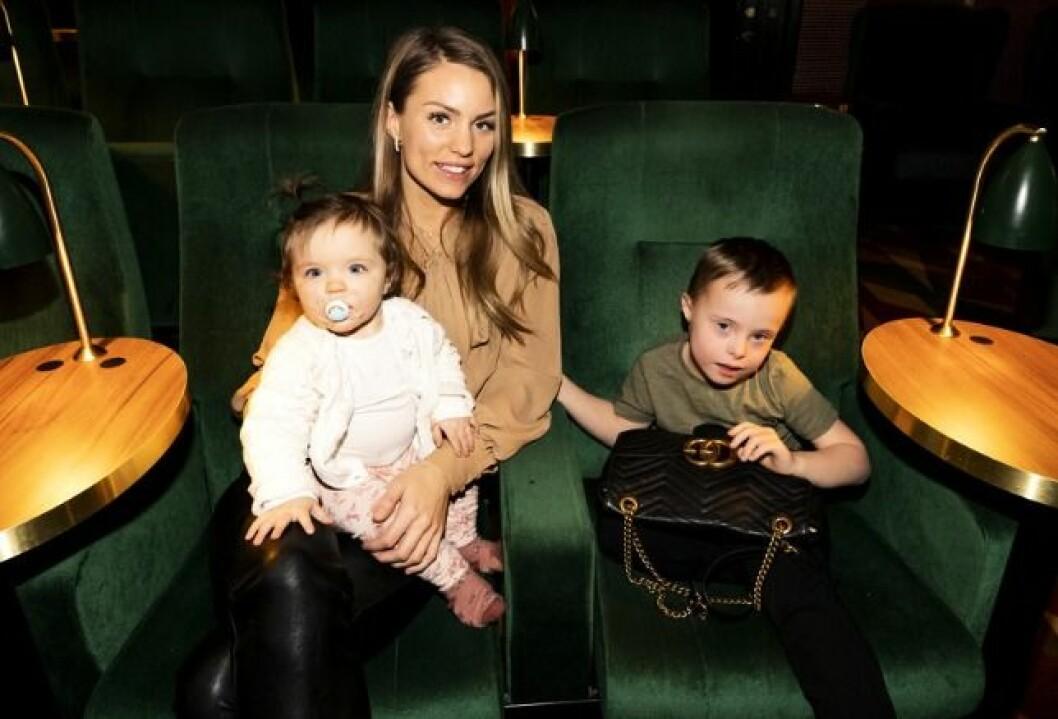 Julia Bergman med barnen Milan och Zelda.