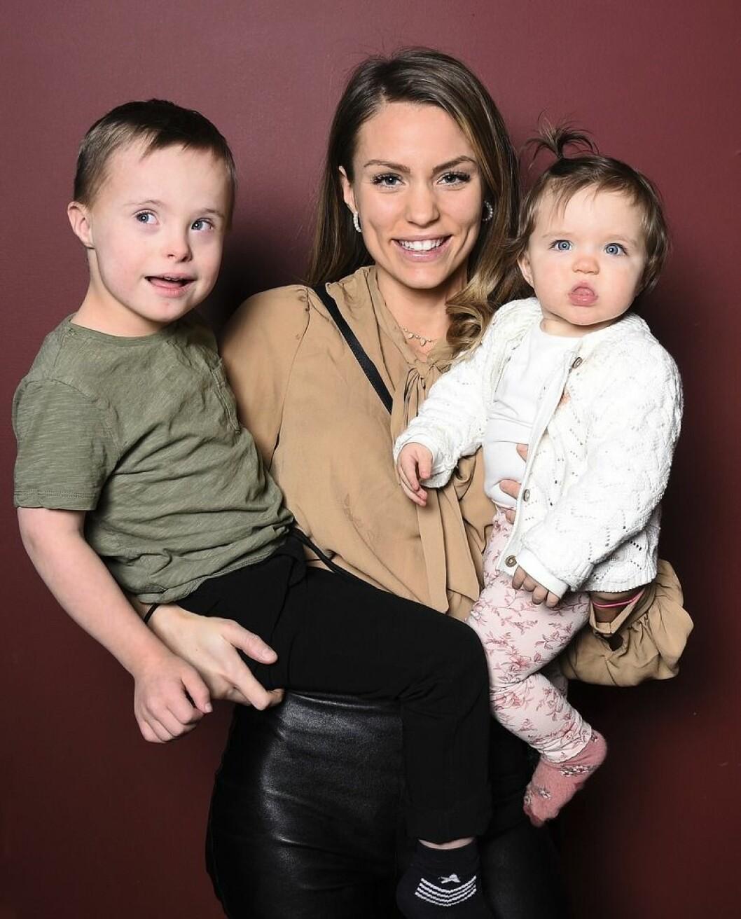 Julia Bergman med barnen Milan och Zelda
