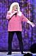 Kikki Danielsson på scen i rosa kavaj
