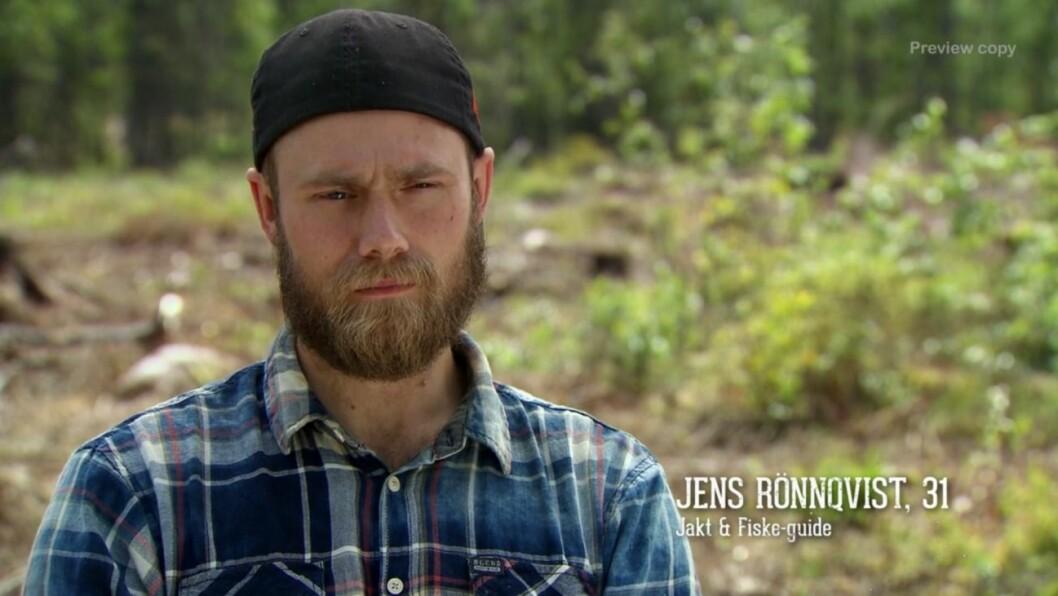 Farmen-deltagaren Jens Rönnqvist fastnade med handen och fick uppsöka vård efter händelsen med kossan.