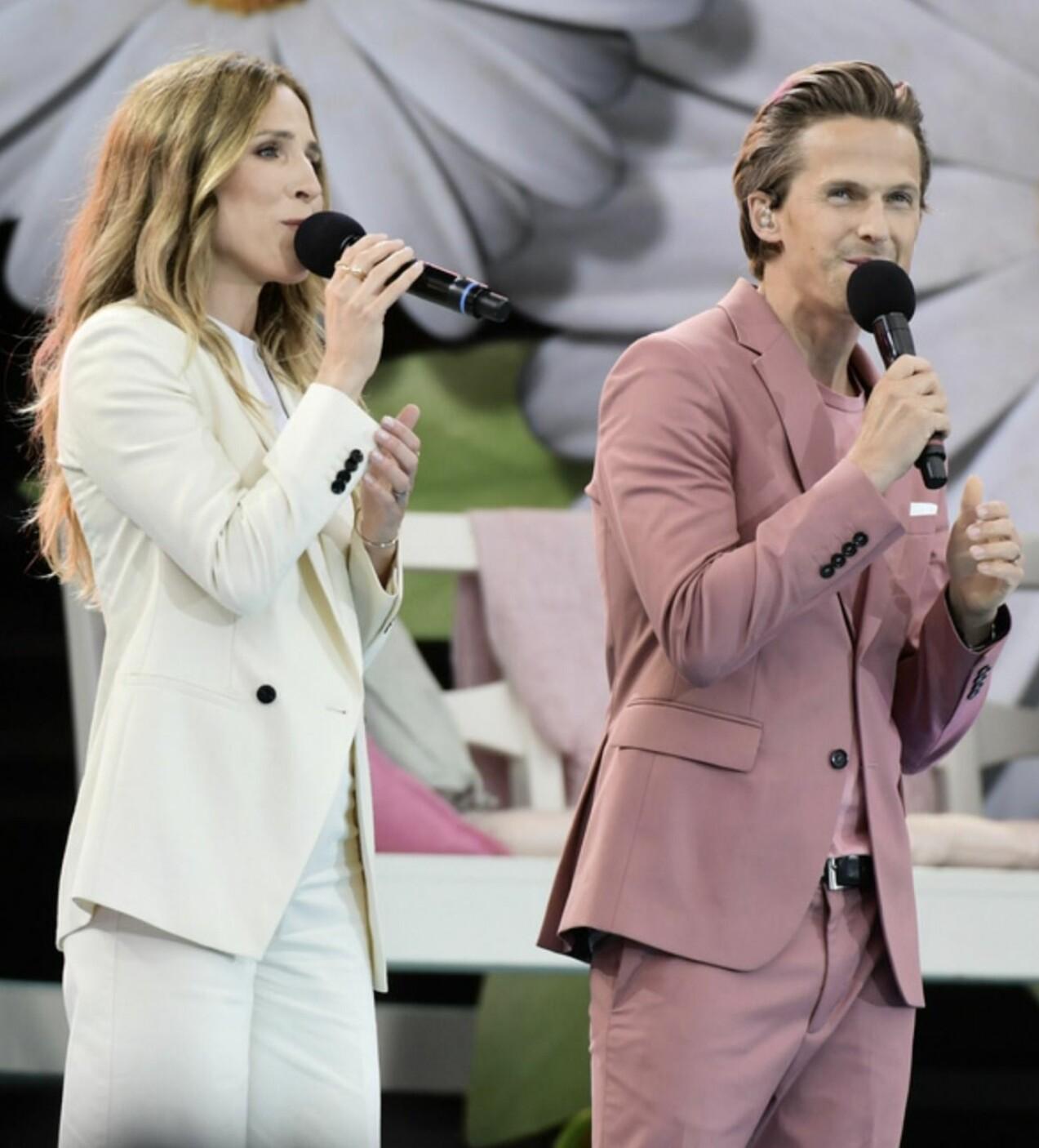 Kristina Lindgren och David Lindgren uppträder tillsammans.