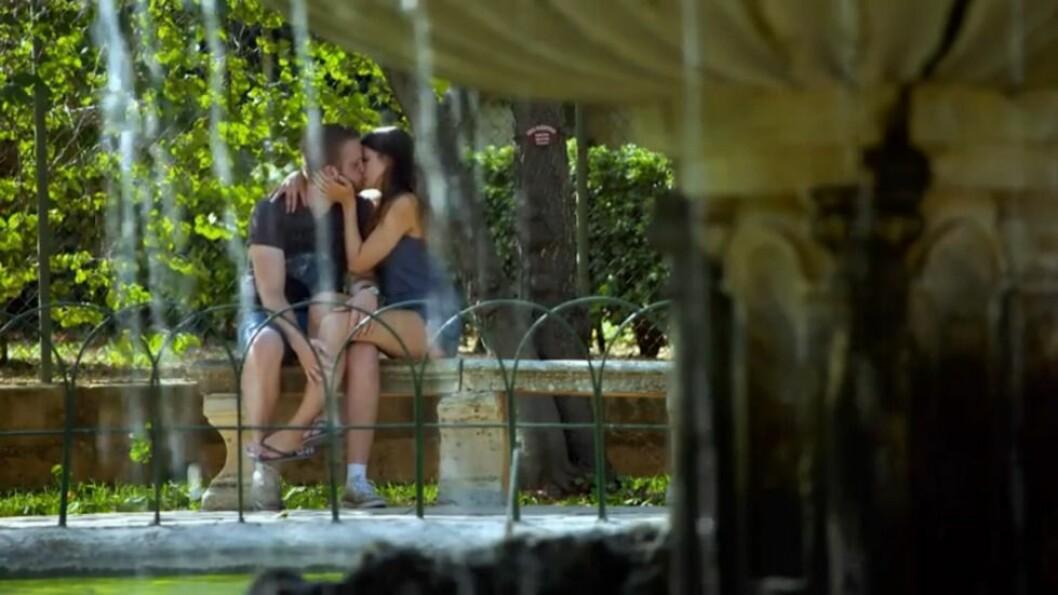 För Erik Bäckman och Linnéa Åberg blomstrar kärleken.