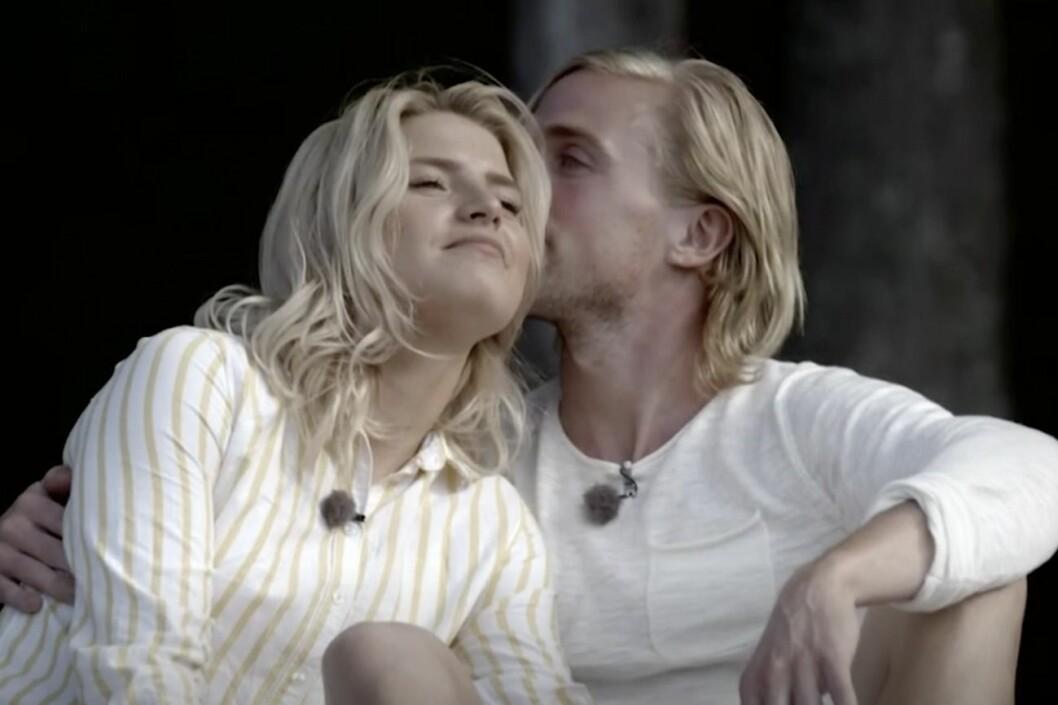 Louise och Mattias karlsson pussas