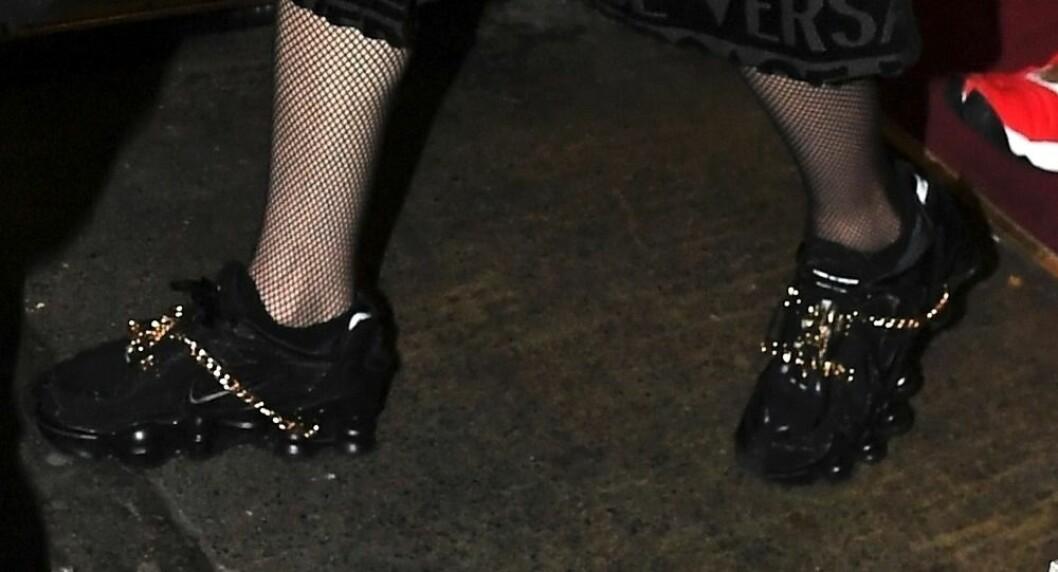 Madonna har bytt till platta skor.