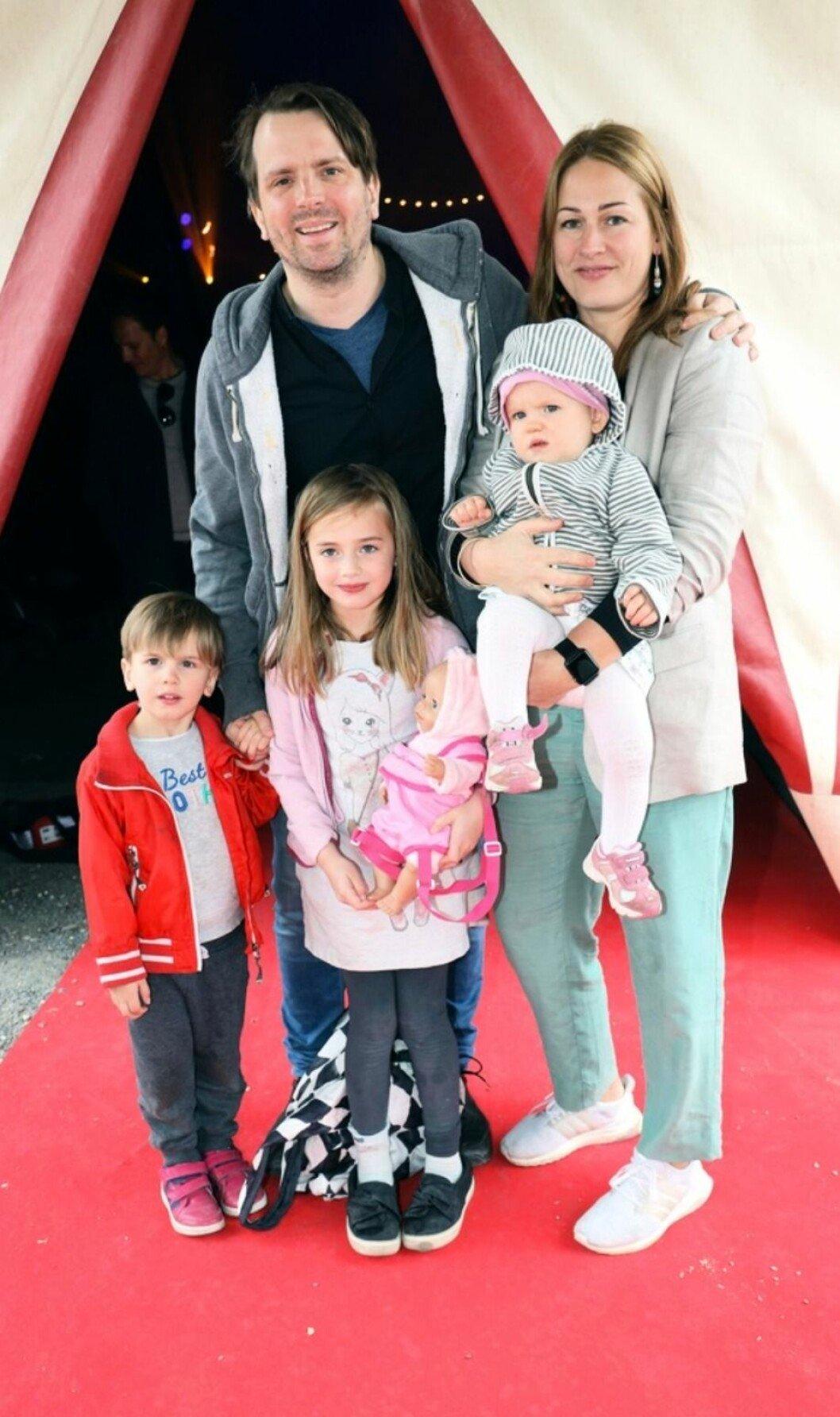 Måns Nathanaelson med familj