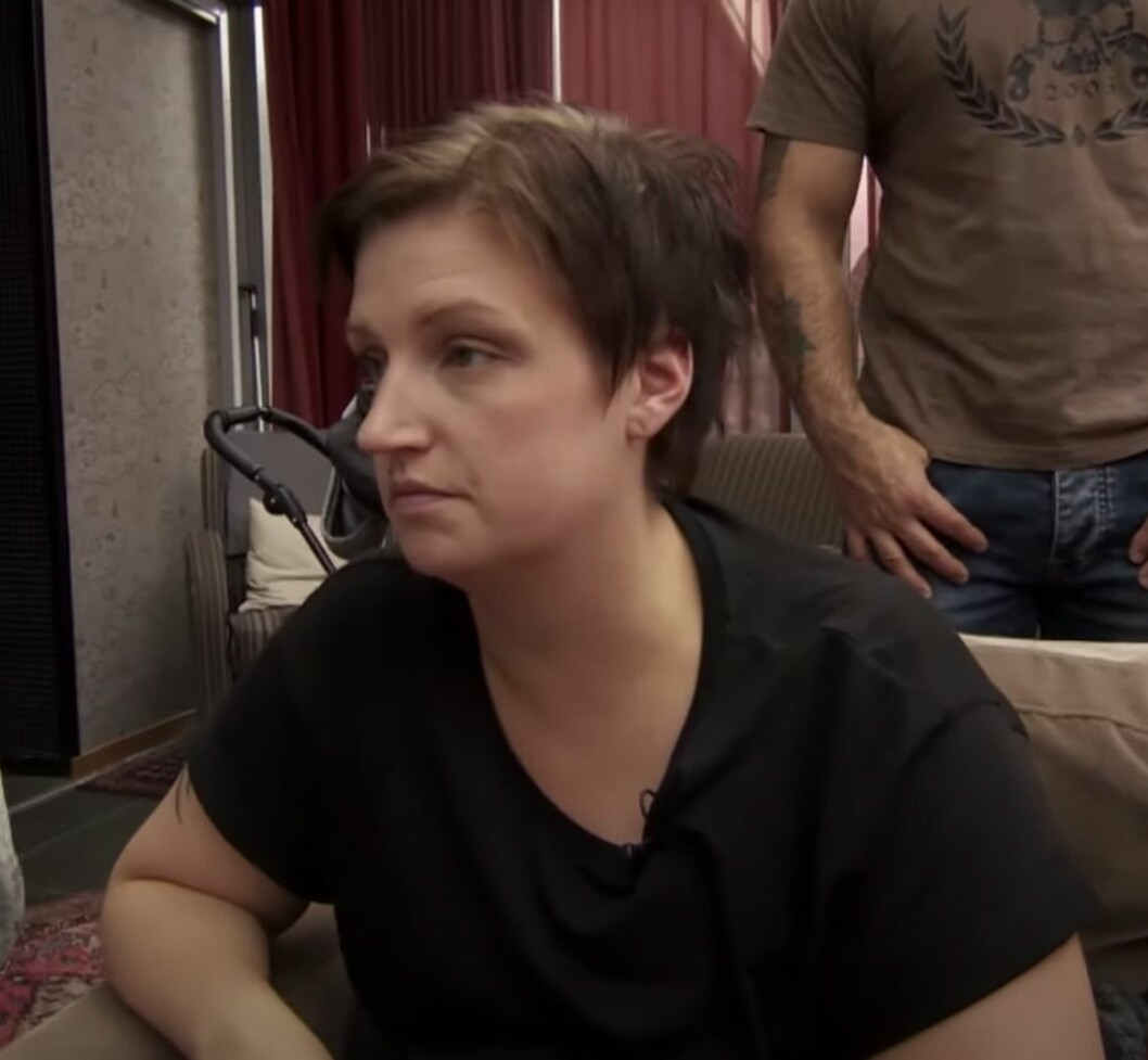 Matilda Nikula i svart t-shirt