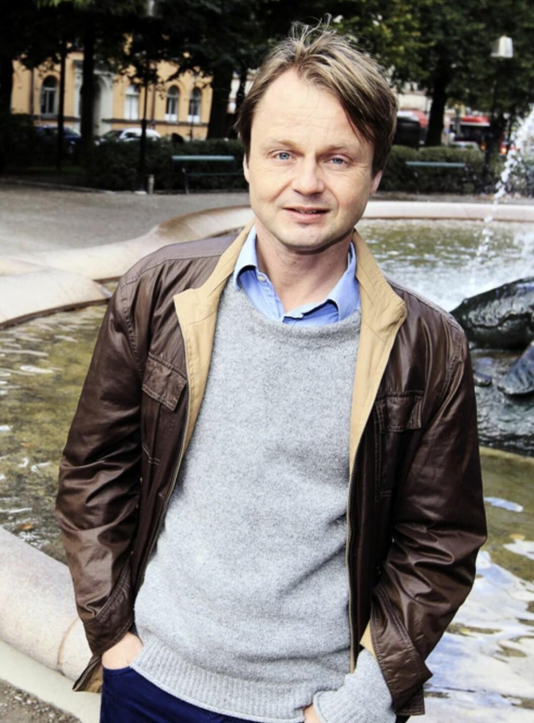 Mattias Nordström vid en fontän