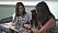 Emily och Molly visar bilder på sig själva som barn för Emilys dotter Isabel.