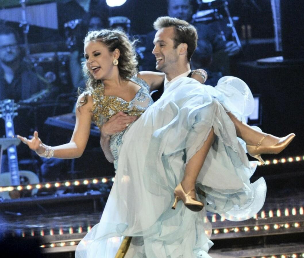 Molly Nutley och Calle Sterner dansar i Let's dance