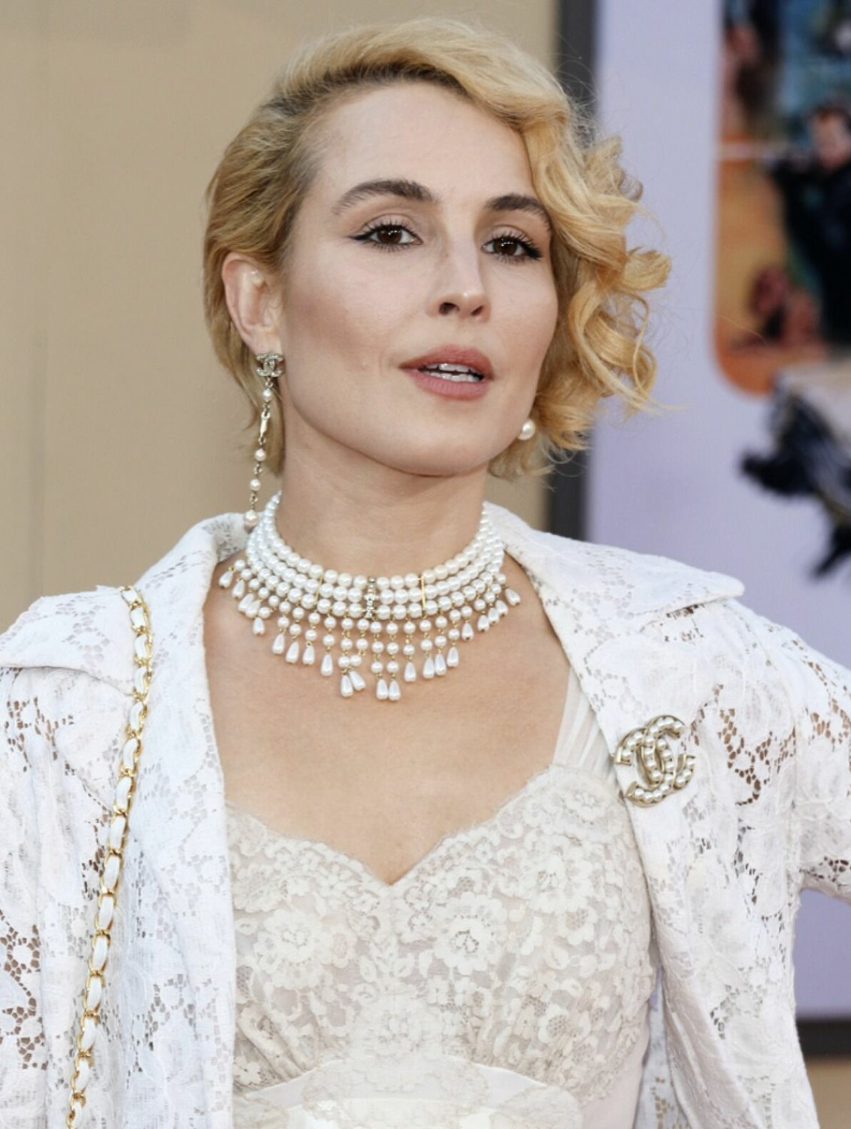 Noomi Rapace blond