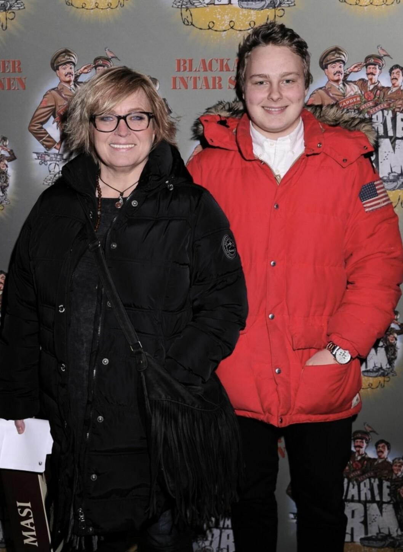 Sussie Eriksson med sonen Oskar på röda mattan