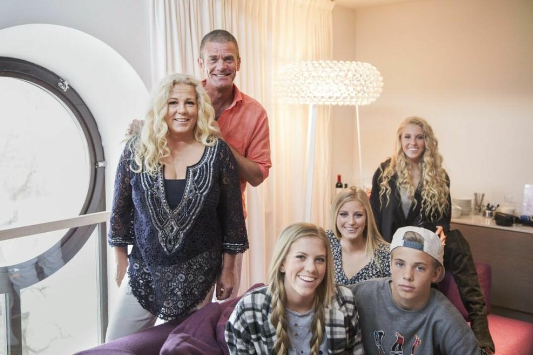 Jesper Parnevik med sin fru Mia och barnen Peg, Penny, Philippa, Phoenix.