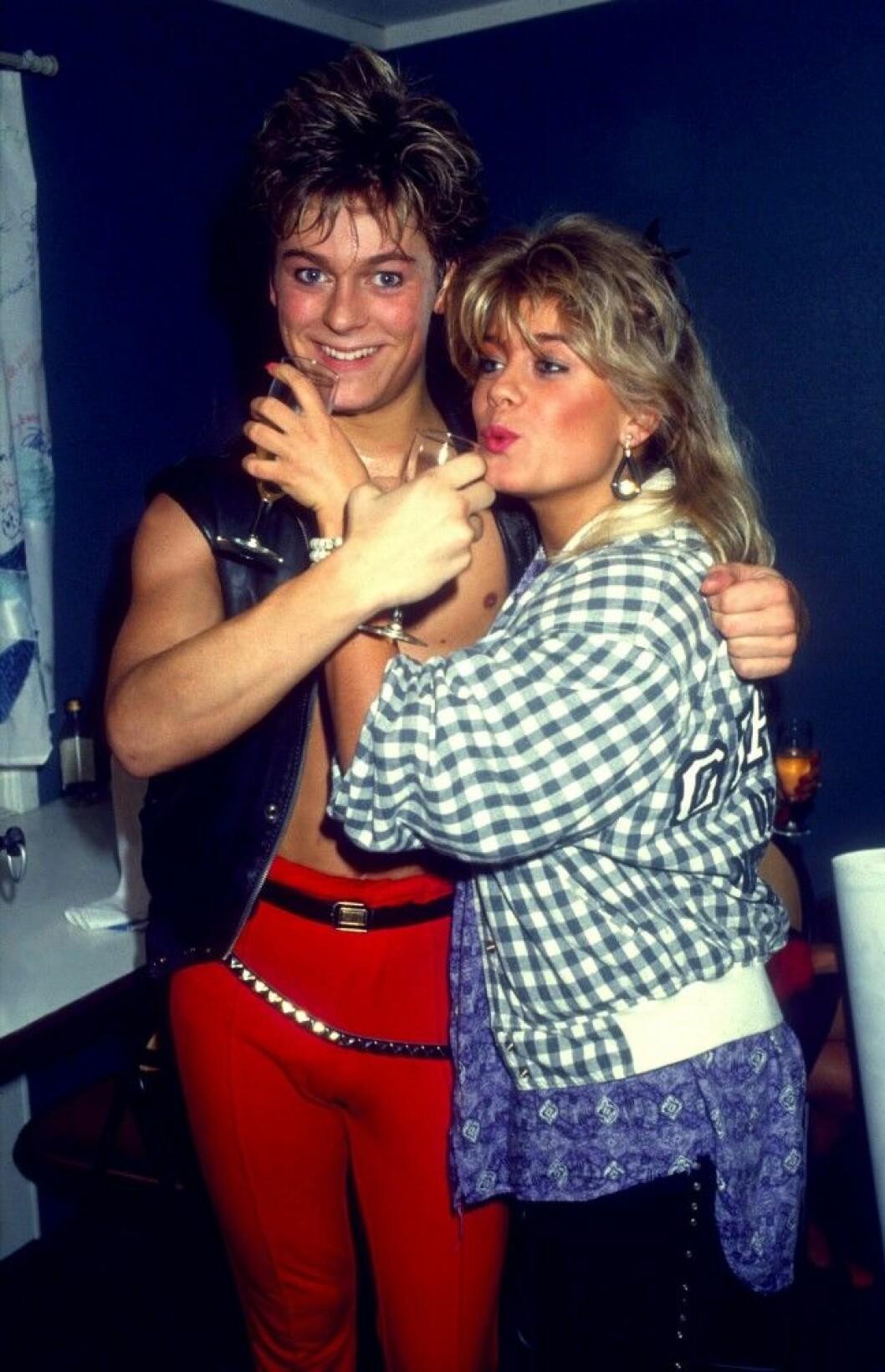 NICLAS WAHLGREN artist 1985 med syster Pernilla Dia 28863