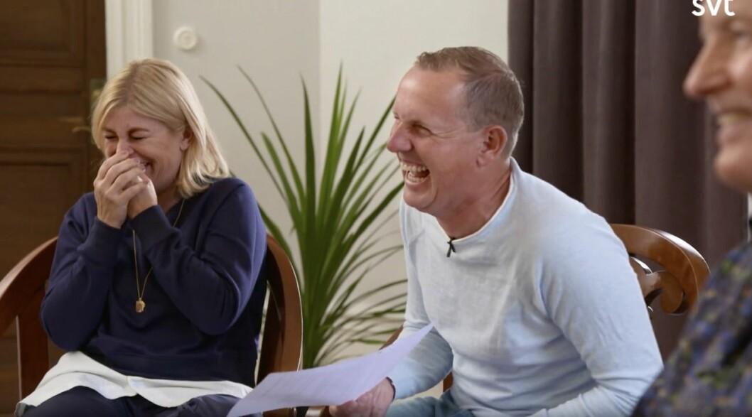 Pernilla Wahlgren och Måns Möller skrattar