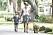 Prinsessan Madeleine och prins Nicolas på hundpromenad