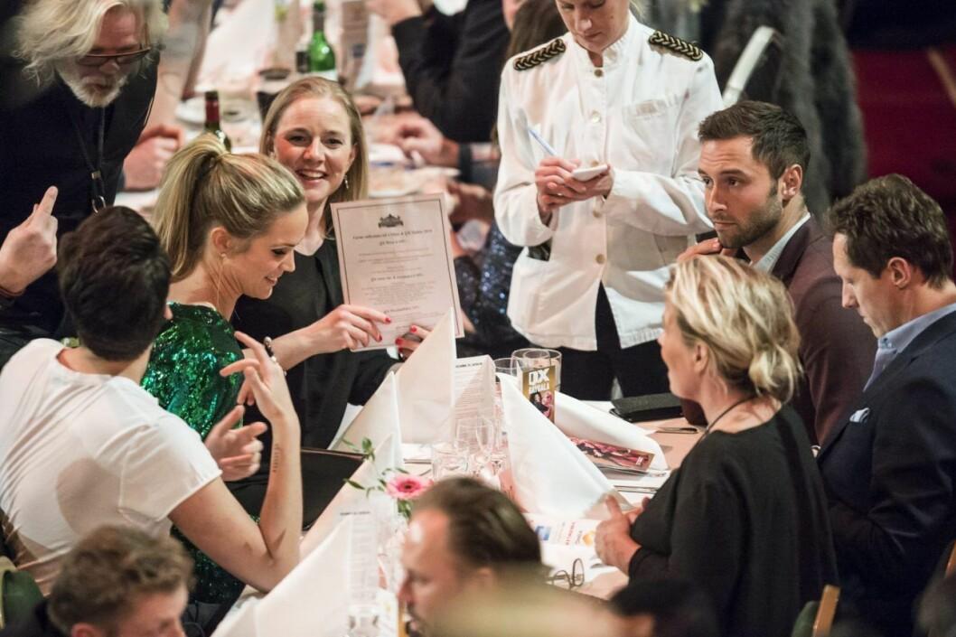 Ett bord på QX-galan med Marie Serneholt och Måns Zelmerlöw