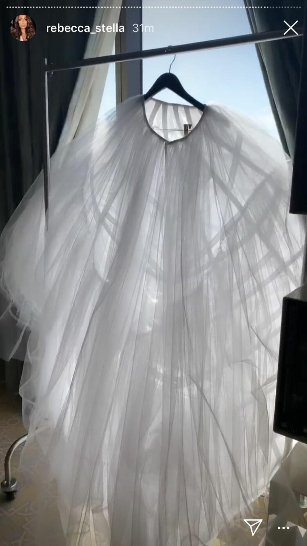 Rebecca Stellas underkjol till bröllopets första klänning