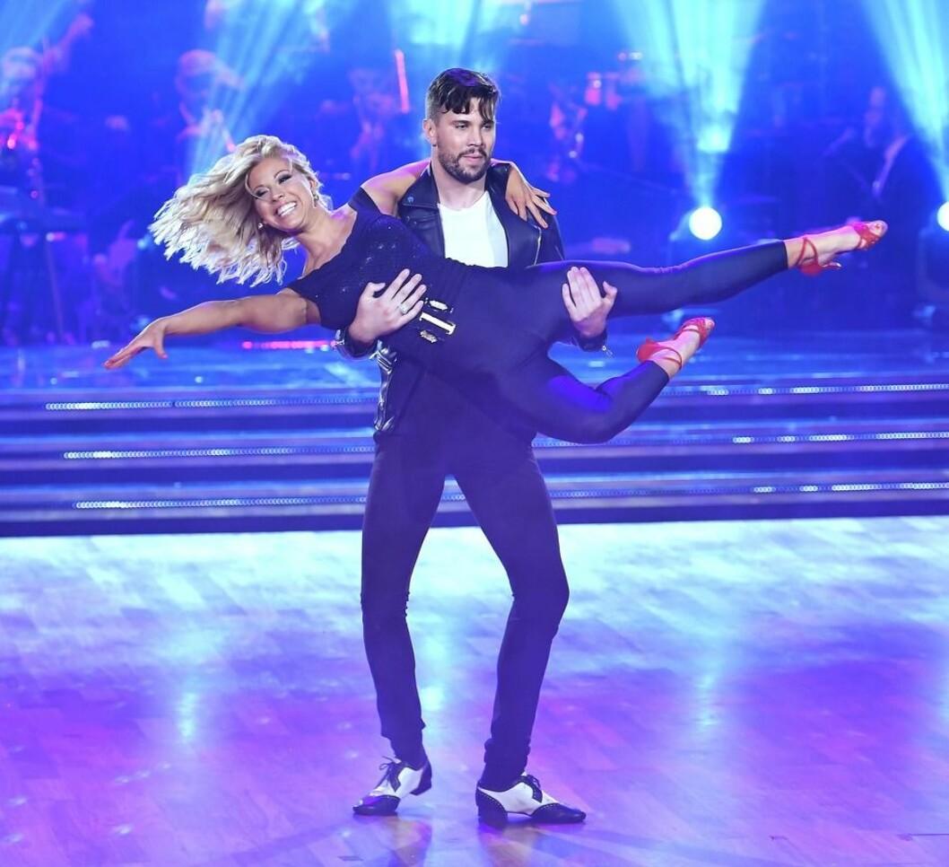 Sigrid Bernson och Robin Bengtsson I Let's dance
