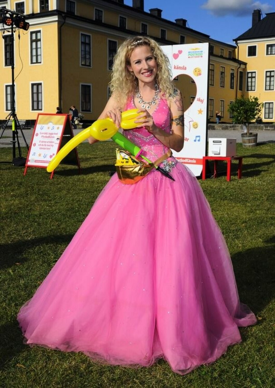 Sandra Dahlberg i rosa klänning