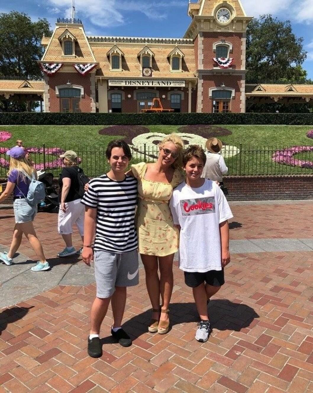 Britney Spears tillsammans med sönerna Jayden James Federline och Sean Federline
