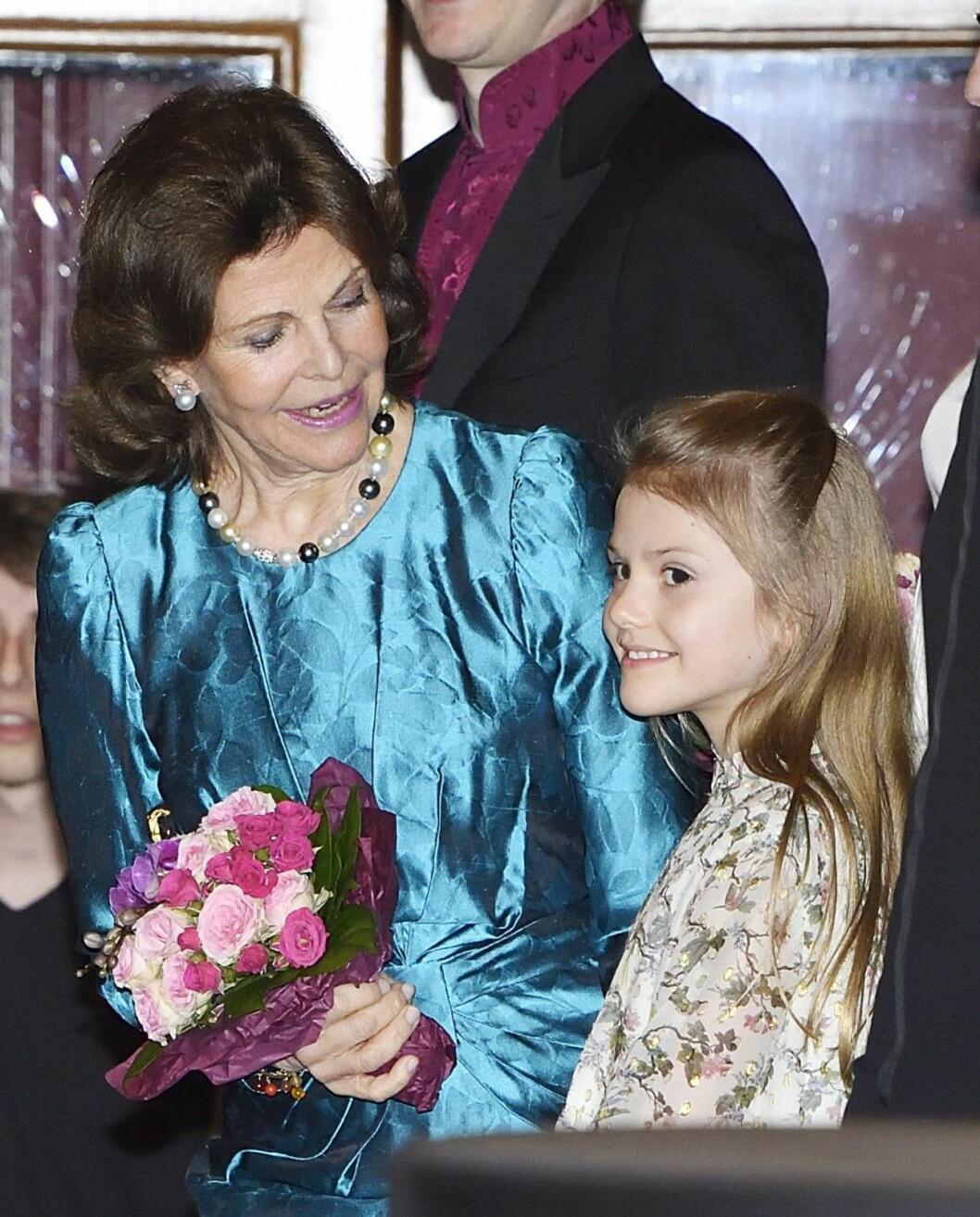 Drottning Silvia med sitt barnbarn, prinsessan Estelle.