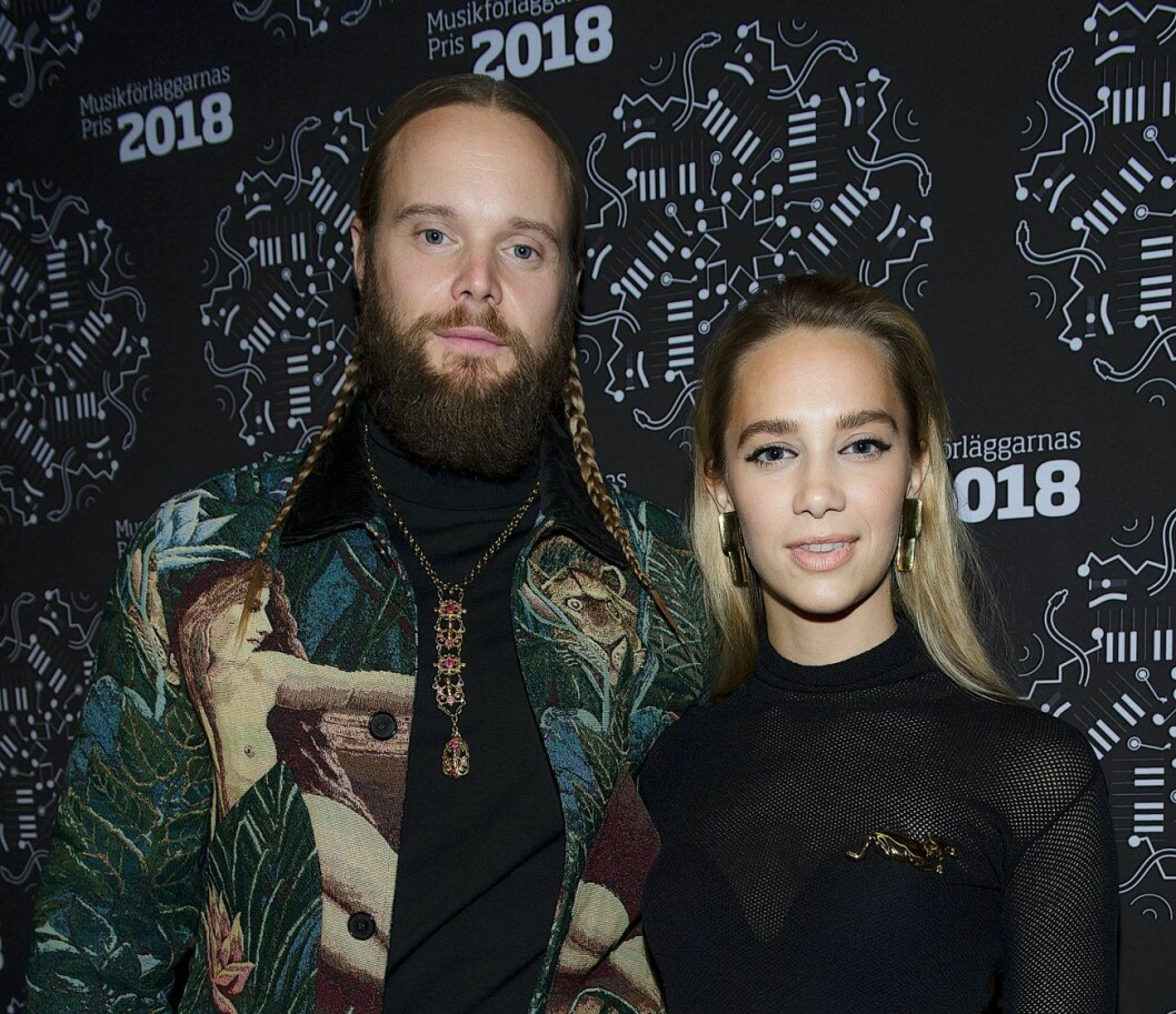 Vincent Pontare och Agnes Carlsson på röda mattan.