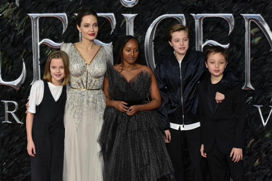 Angelina Jolie med sina barn på röda mattan