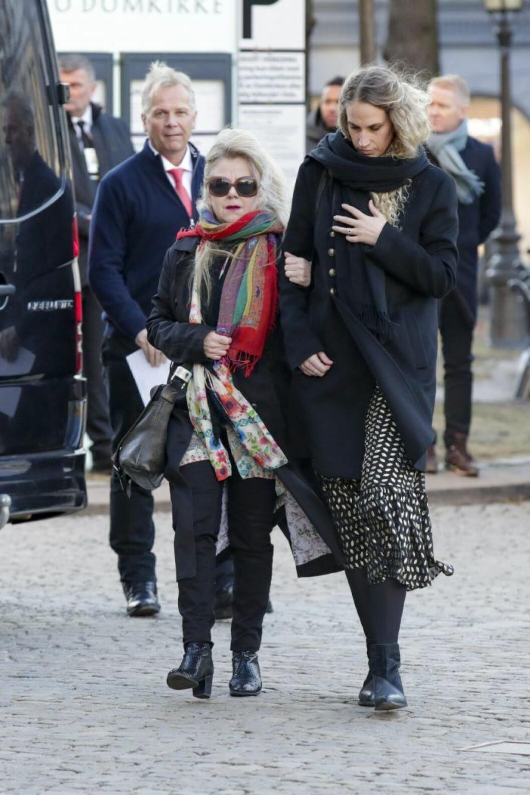 Ebba Rysst Heilmann anländer till domkyrkan.