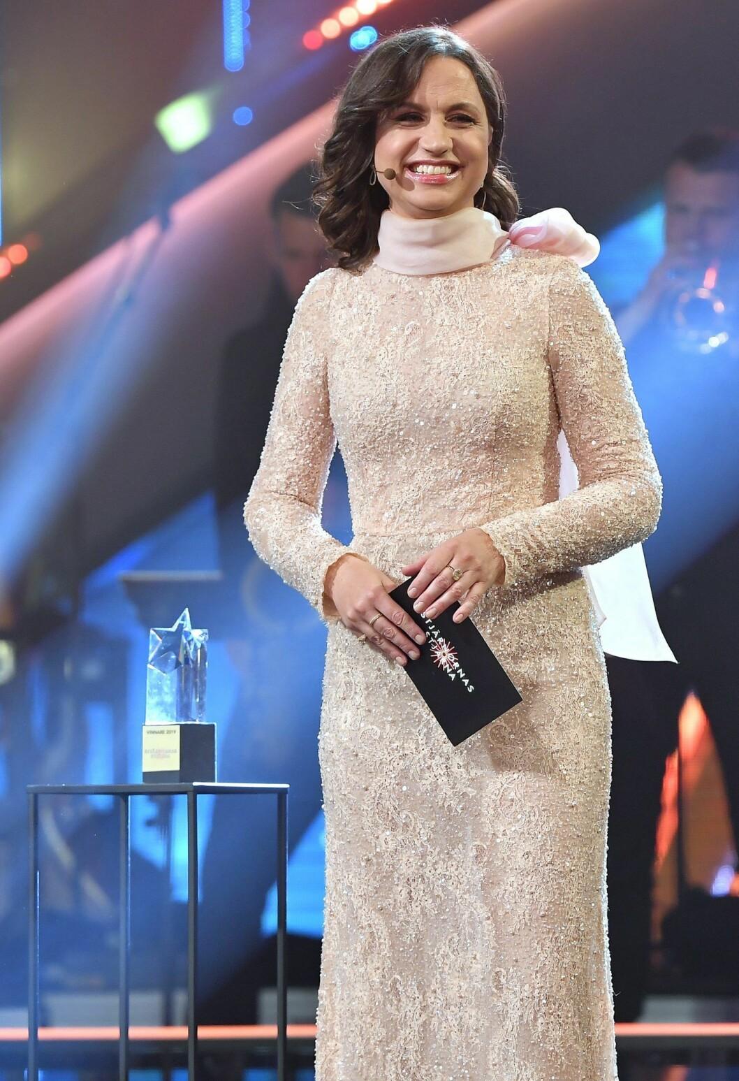 Eleganta Petra Mede under förra årets final av Stjärnornas stjärna.