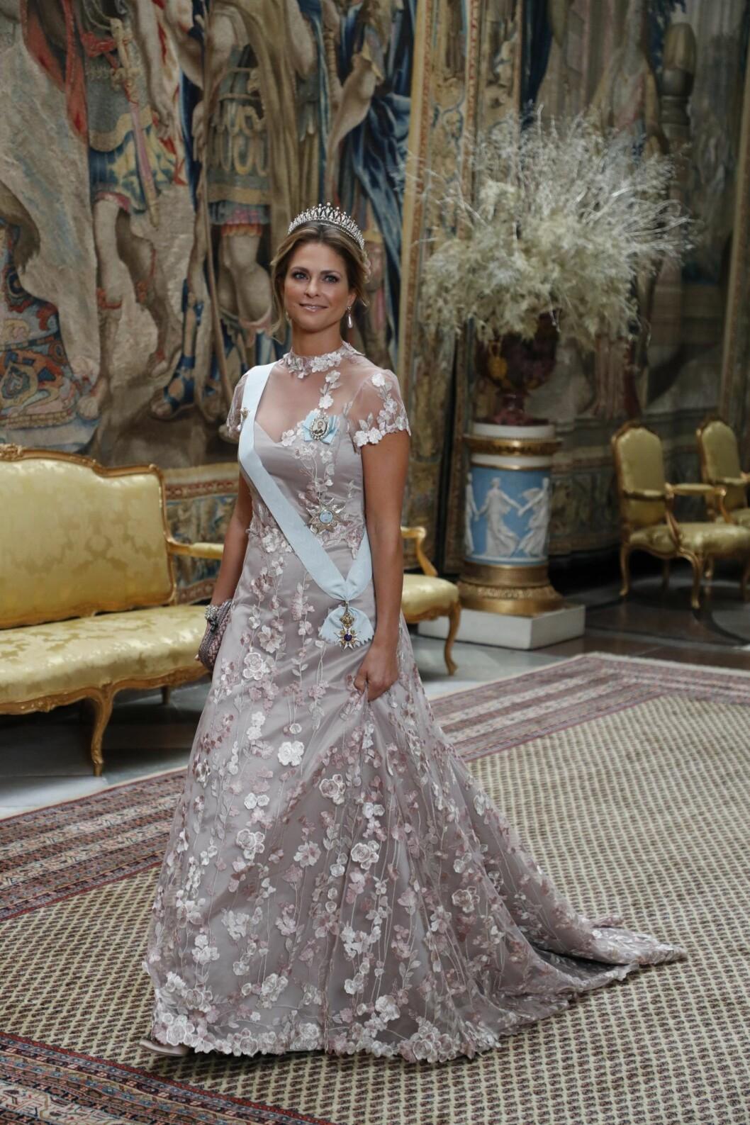 Prinsessan Madelines klänning på Nobelmiddagen 2019