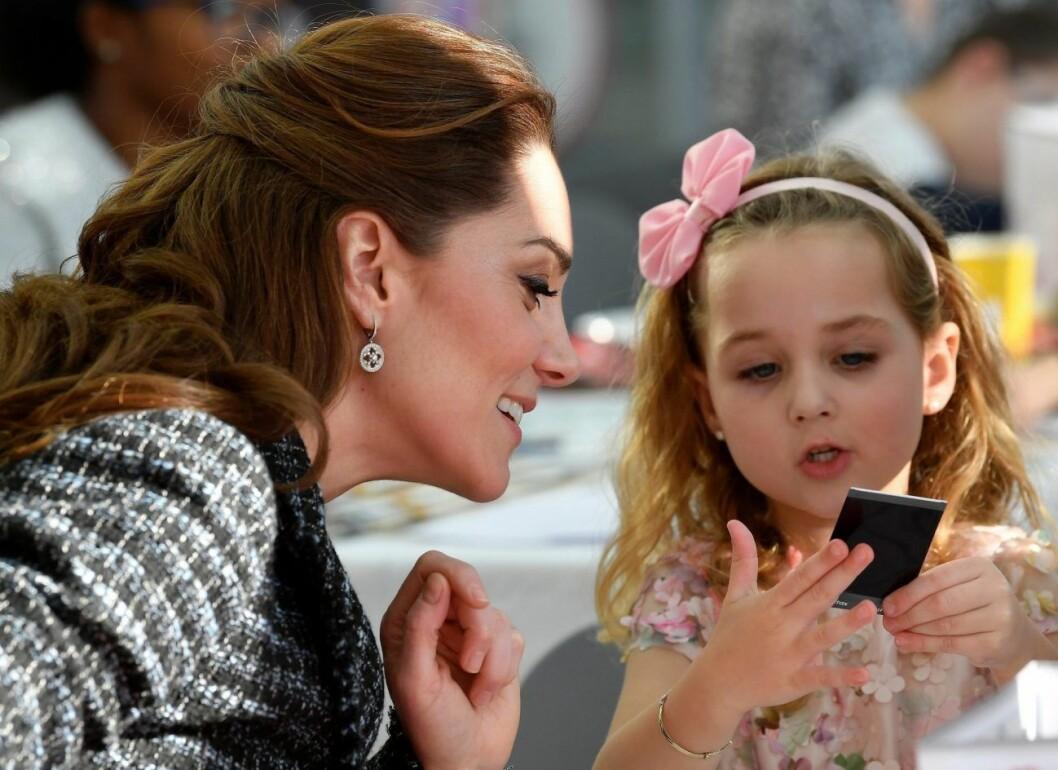 Under besöket på barnsjukhuset träffade Kate Middleton flera av barnen.